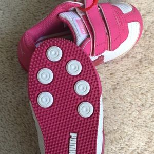 Puma Shoes - Toddler girls size 6 pink/white Puma light up
